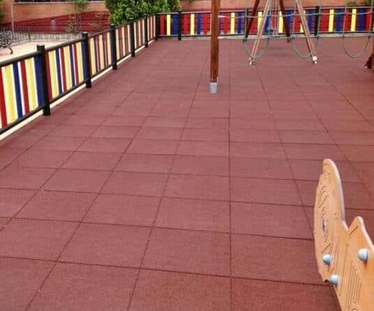 suelo caucho losas parque infantil madrid