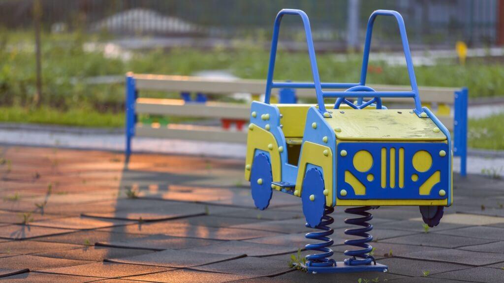 instalacion muelles parque infantil