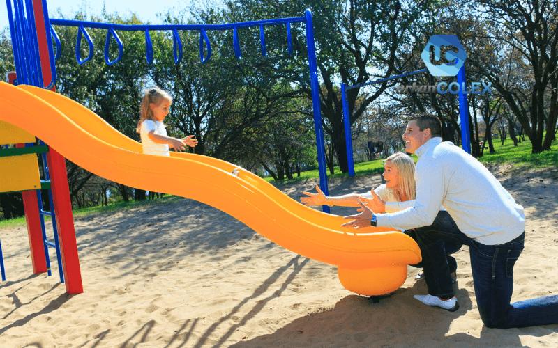 toboganes elementos indispensables parque infantil